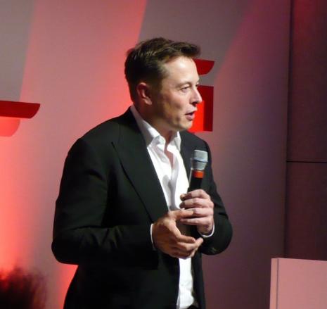 马斯克说:特斯拉Model X 门控软件有待更新