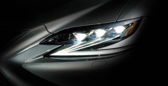 全新雷克萨斯Bladescan大灯精确的光LED镜面技术
