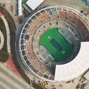 吉尔斯·普莱斯的航拍照片展示了奥运场馆对力拓的影响