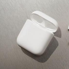 因为他们是首款具有可弯曲硅胶尖端的AirPods