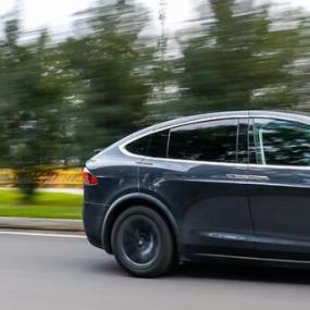 评测特斯拉Model X 100D怎么样 百公里加速5秒