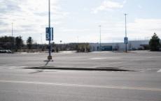 西蒙房地产集团周一表示在美国的77个零售物业已经重新开放