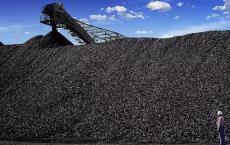 暴风雨过后澳大利亚新南威尔士州的煤炭港口重新开放