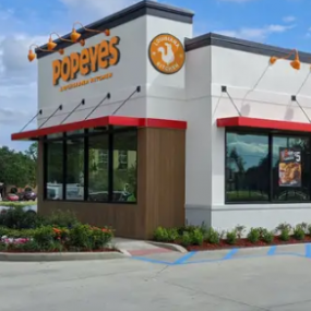 Popeyes着眼于全球扩张并对其徽标和餐厅设计进行了改造