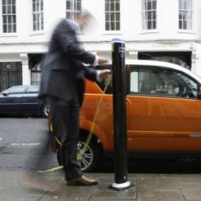 从秋季开始 英国电动汽车的车牌上会出现绿色斜线