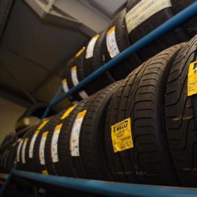 作为汽车上唯一真正与路面接触的组件 轮胎对于行驶时的安全性至关重要