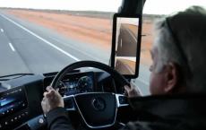 梅赛德斯奔驰的最新卡车配备了摄像头而不是后视镜